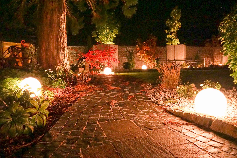 licht im garten kapraun pflanzencenter und individuelle. Black Bedroom Furniture Sets. Home Design Ideas